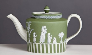 A teapot in Wedgwood's famed jasperware (1785-90) Photo credit | Wedgwood