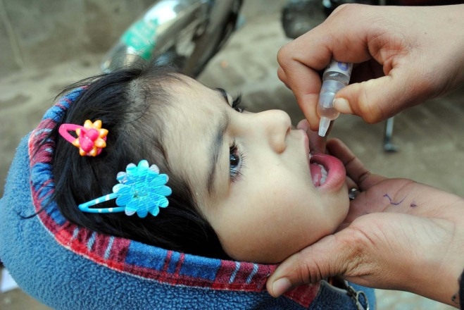 Polio vaccination Asianet-Pakistan - Shutterstock.com